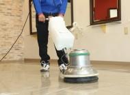 表面を洗浄した後、床面を乾燥